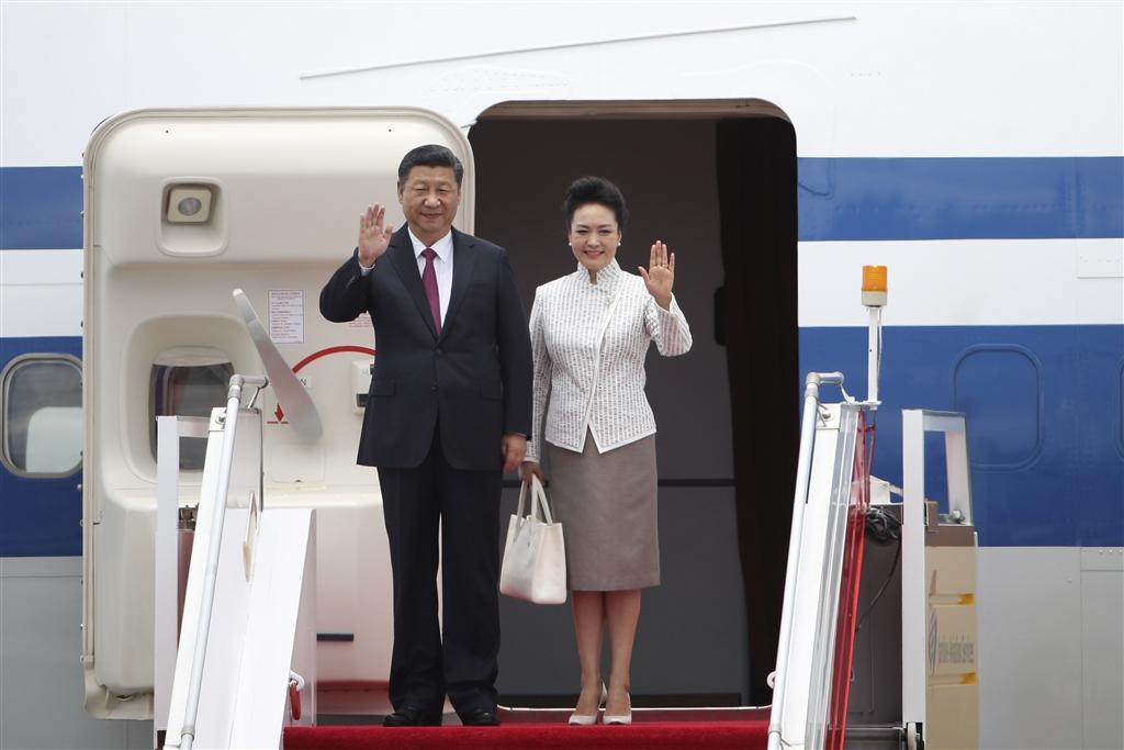 外媒分析,相較中國以往的第一夫人,中國國家主席習近平(左)的夫人彭麗媛(右)的地位越來越高。(檔案照片/中新社提供)