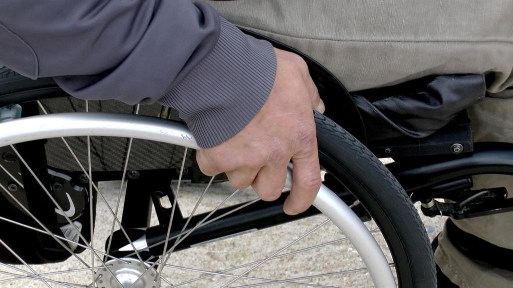 勞保局8日表示,勞工外出用餐出車禍算職災,可向勞保局申請職災給付。圖僅為示意。(圖取自Pixabay圖庫)