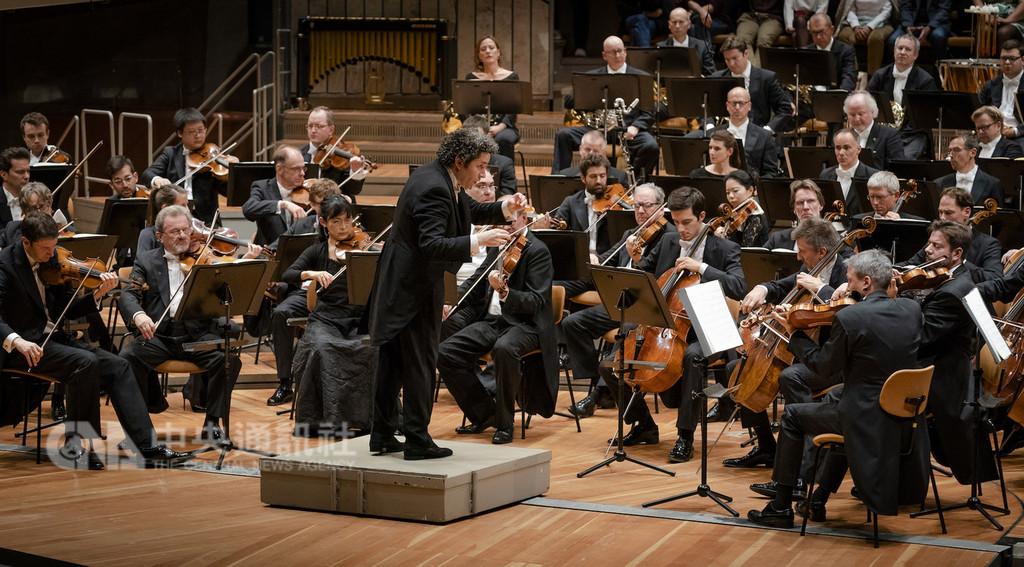 來自委內瑞拉的指揮杜達美(Gustavo Dudamel),將率領柏林愛樂來台演出。(柏林愛樂提供,©Stephan Rabold)中央社記者林育立柏林傳真 107年11月9日