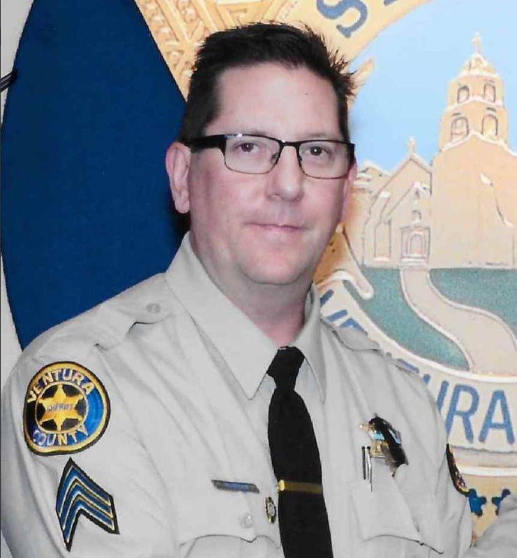 美國南加州洛杉磯夜店槍擊案造成至少13人死亡,包括警官赫盧斯。(圖取自twitter.com/VENTURASHERIFF)