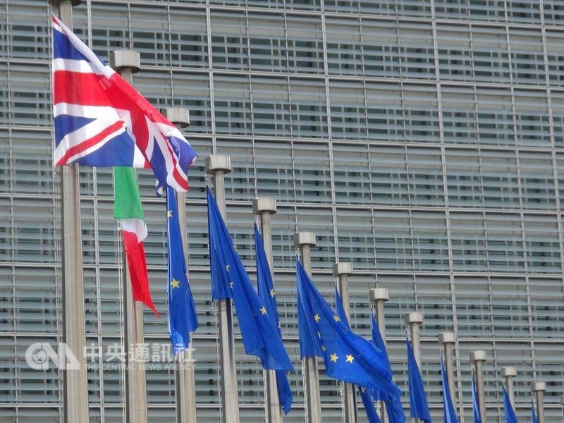 英國首相梅伊與歐盟達成脫歐協議草案後,草案需待國會審查,照政壇說法有可能會遭國會推翻。(中央社檔案照片)