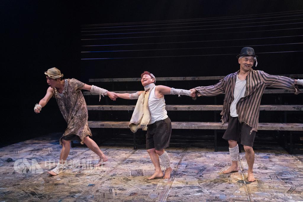 國家兩廳院主辦國際劇場藝術節,以「生存遊戲」為題,透過來自各國不同形式風格的表演節目,提出對人生不同階段、不同面向的生命探問,非語言劇場作品「海的孩子們」是本週登場的節目,16日至18日在國家戲劇院實驗劇場演出。(國家兩廳院提供)中央社記者汪宜儒傳真 107年11月16日