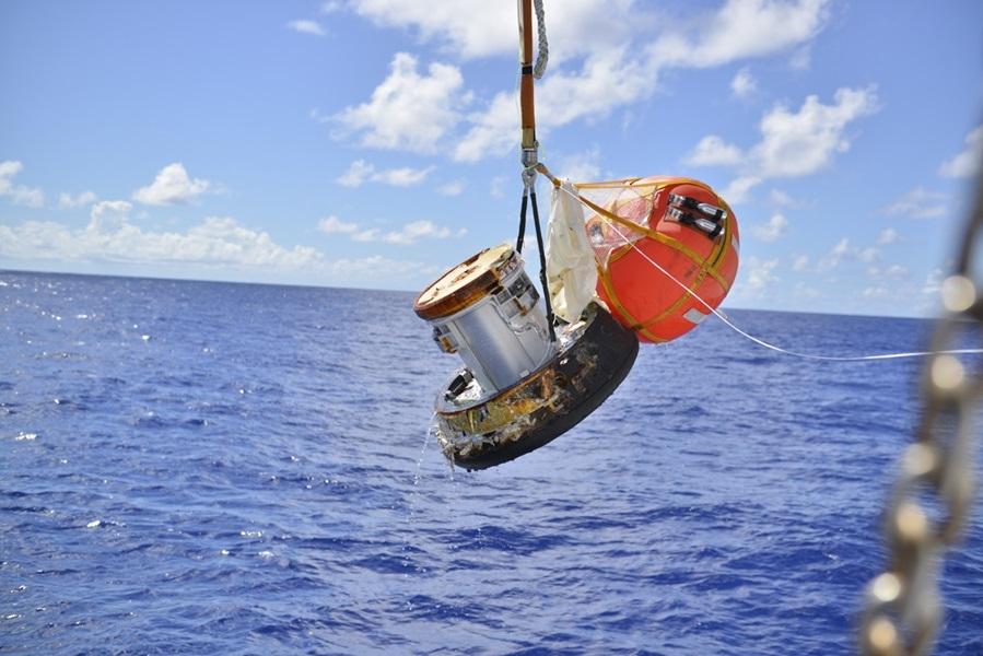 日本宇宙航空研究開發機構9月發射的回收囊,11日成功穿越大氣層落入目標海域,是日本首度從國際太空站帶回物質。(圖取自JAXA網站 www.jaxa.jp)