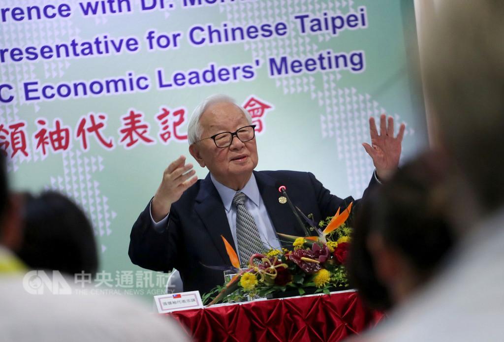 2018亞太經合會(APEC)領袖峰會18日在巴布亞紐幾內亞順利落幕,台灣領袖代表張忠謀下午在下榻飯店舉行記者會,說明本次會議成果。中央社記者裴禛莫士比港攝 107年11月18日