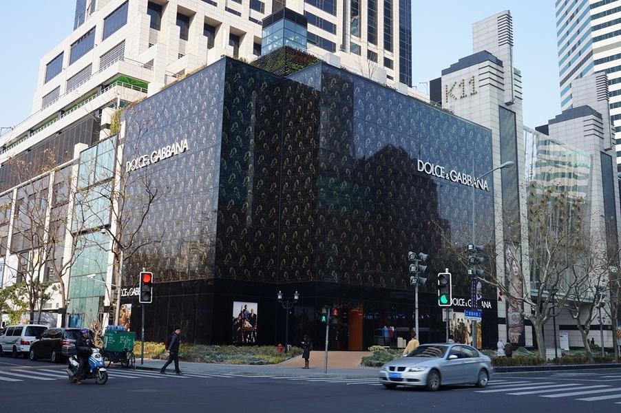 義大利時尚精品Dolce&Gabbana辱華風波,凸顯中國龐大且仍在增長的消費影響力。圖為D&G上海分店。(圖取自維基共享資源;作者:Livelikerw,CC BY-SA 3.0)