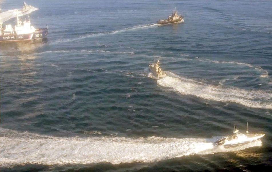 俄羅斯25日在克里米亞半島旁的克赤海峽向3艘烏克蘭海軍船艇開火並扣留3船。(圖取自烏克蘭軍事網 www.ukrmilitary.com)
