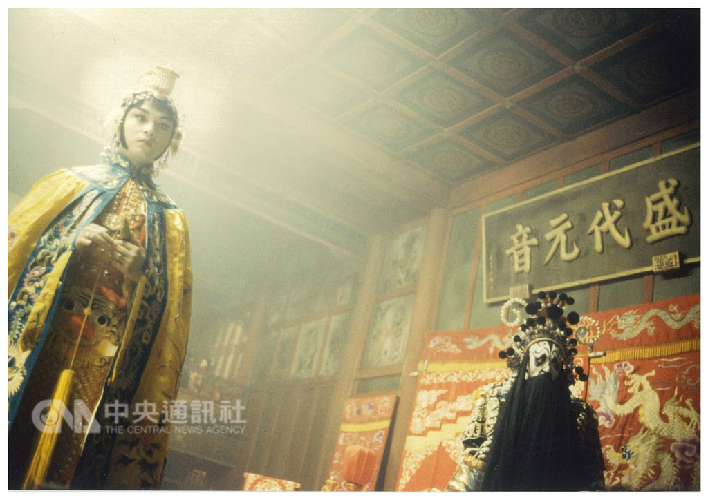 影史經典「霸王別姬」上映25週年,12月14日將推出25週年數位修復版,讓「霸王別姬」重返大銀幕。圖為演出劇照。(甲上娛樂提供)中央社記者汪宜儒傳真 107年11月27日