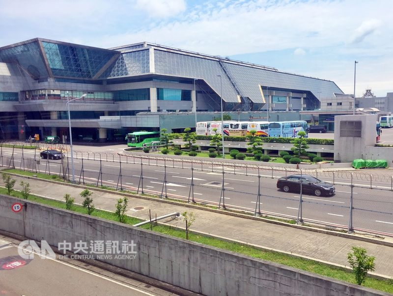 彭博報導,桃園距台北車程一個小時,也是台灣主要國際機場所在地。這也是為什麼在全球電子產業背後的製造業巨擘尋找替代方案時,桃園成為熱門首選。(中央社檔案照片)