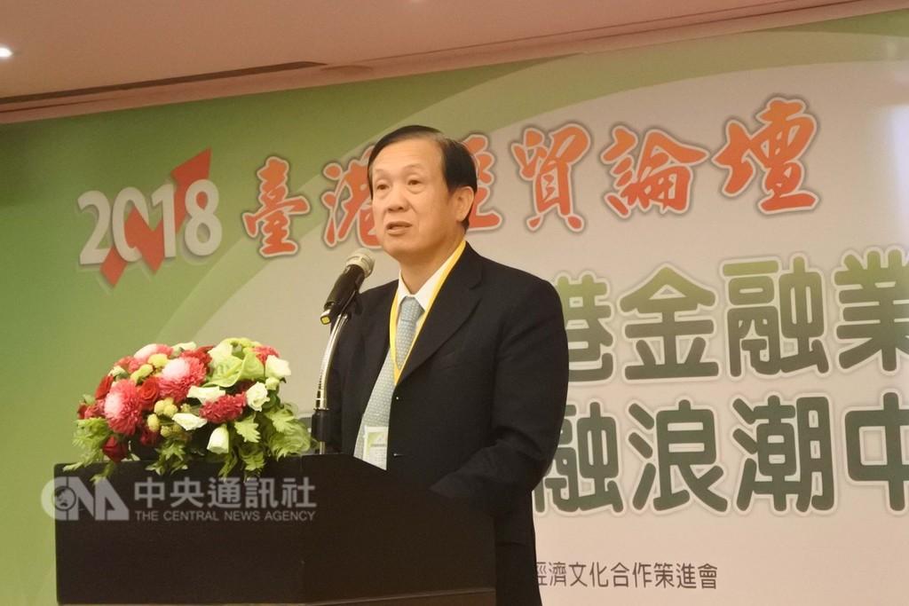 中華民國全球商業總會理事長賴正鎰3日出席2018台港經貿論壇。他受訪時表示,等韓國瑜就任高雄市長後,將率約200家企業會員南下談投資。中央社記者張淑伶攝  107年12月3日