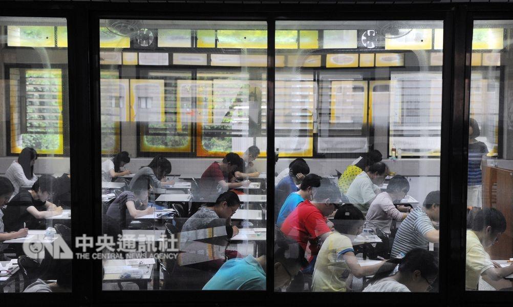 根據教育部統計,108學年度全台大專校院共有172個系所停招。(中央社檔案照片)
