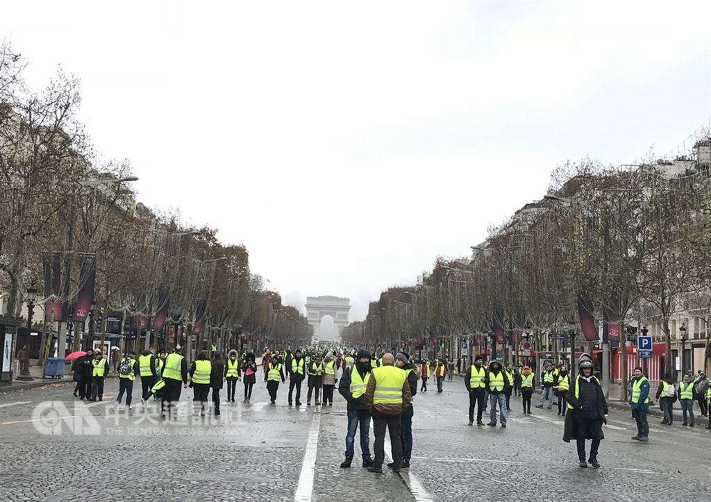 反對調漲燃油稅的黃背心運動聲勢不減,農民、勞工也想加入抗議行列。(中央社檔案照片)