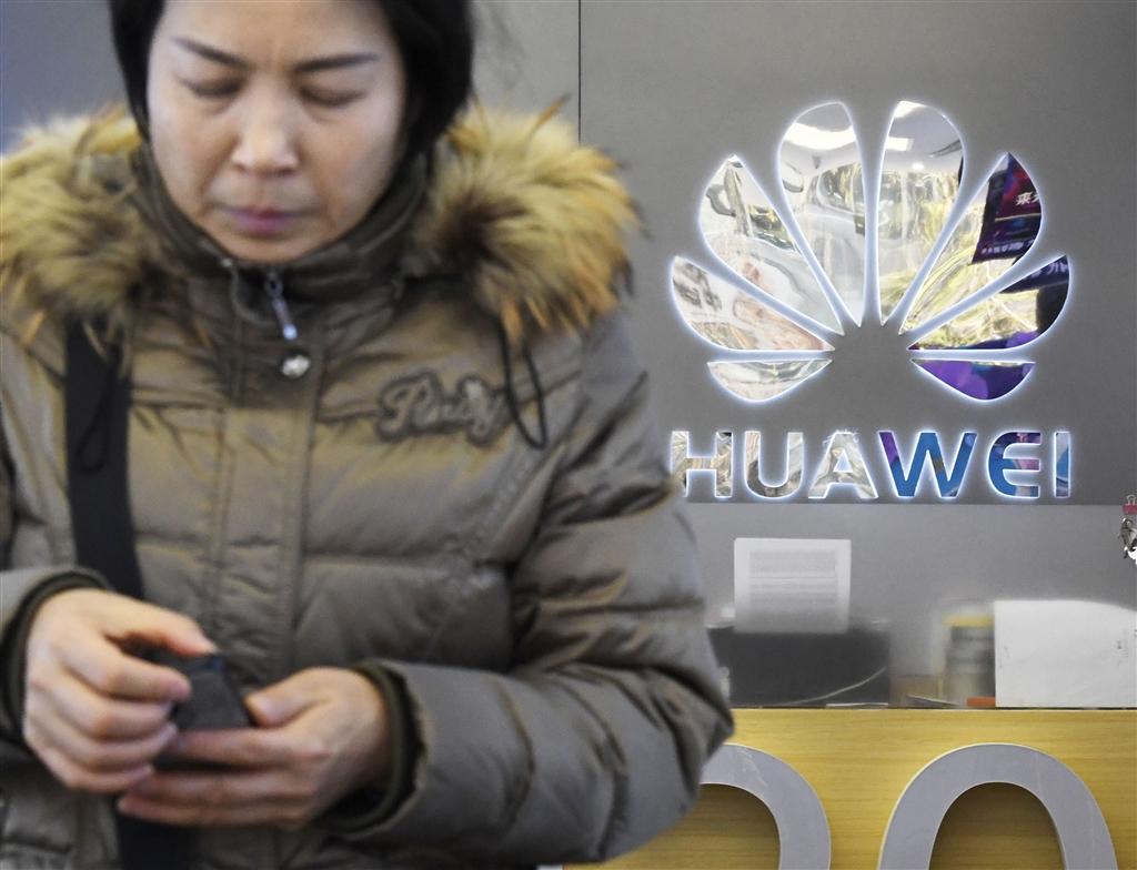 美國傳出啟動對中國通訊大廠華為的司法調查後,華為全球財務長孟晚舟1日在加拿大被捕,再度引發全球關注。圖為華為門市。(檔案照片/共同社提供)