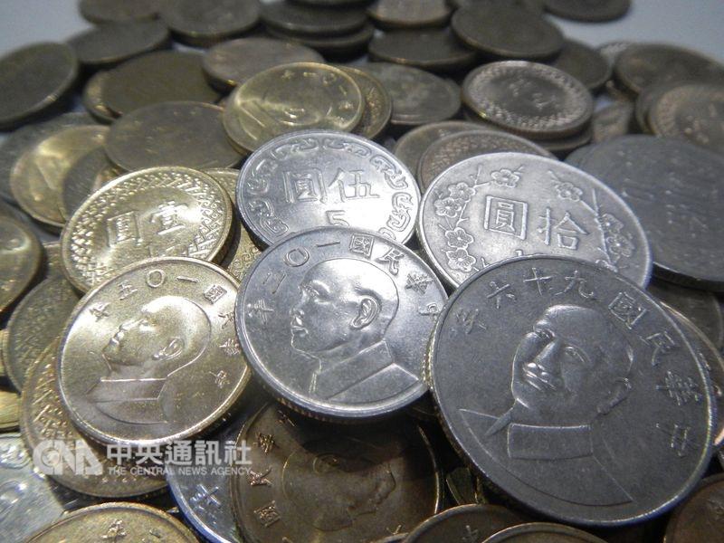 促轉會代理主委楊翠表示,目前有威權象徵的國幣面額為新台幣1元、5元、舊版10元(蔣介石肖像)及鈔票200元,已行文給中央銀行,了解改版成本。(中央社檔案照片)