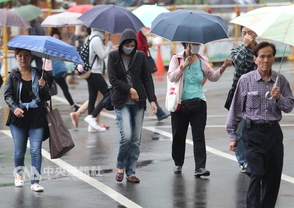 氣象局預報,9日台灣北部及宜蘭整天濕涼,高溫只有攝氏20至23度,中南部及花東高溫約24至28度,日夜溫差仍大。(中央社檔案照片)