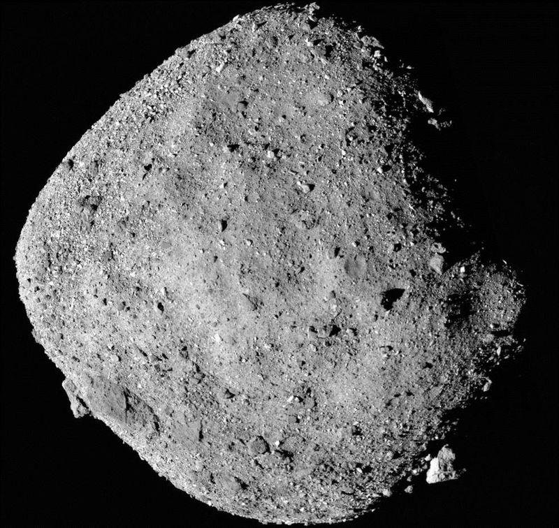 科學家10日表示,NASA的歐塞瑞斯號太空船在相對較近且如摩天大樓般大的小行星貝努上發現水的成分。(圖取自NASA網頁www.nasa.gov)