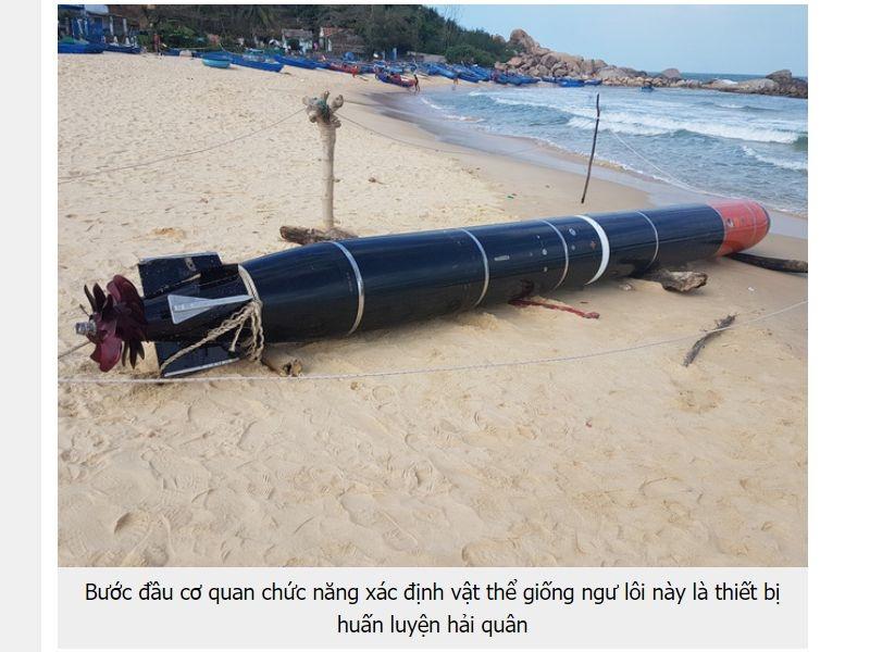 越南一名漁民18日捕撈到一枚印有中文簡體字的魚雷,中國國防部21日表示,魚雷僅為一般訓練用雷,沒有任何針對目標。(圖取自民智報網頁dantri.com.vn)