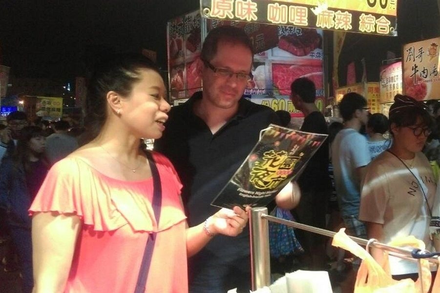 台南市政府全力建置雙語環境,已有5個夜市協助攤商製作英文菜單。(圖取自台南市第二官方語言專案辦公室網頁oeasol.tainan.gov.tw)