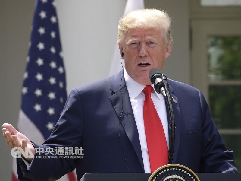 美國總統川普以招牌的好鬥模式為2019年揭開序幕,他用全大寫發推文,叫批評者「冷靜下來,享受旅程」。(中央社檔案照片)