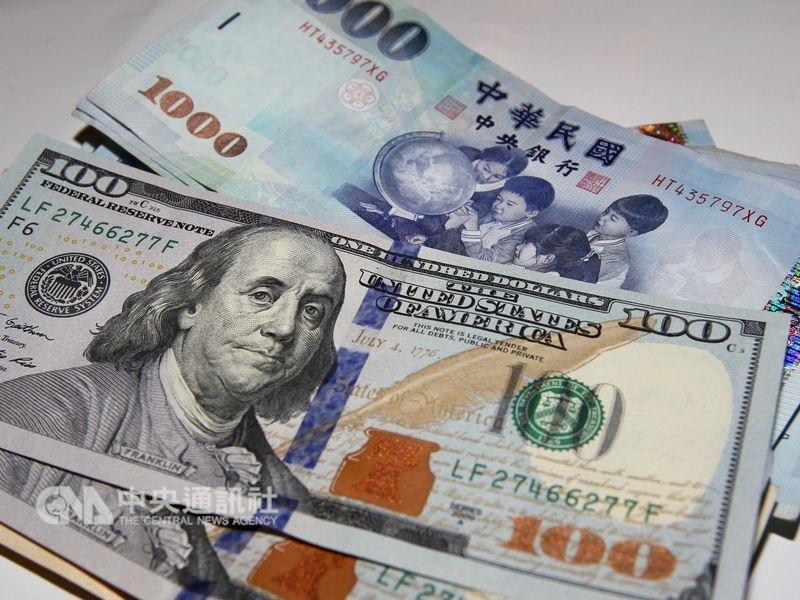 台北外匯市場新台幣兌美元3日中午暫收30.895元,重貶1.01角。(中央社檔案照片)