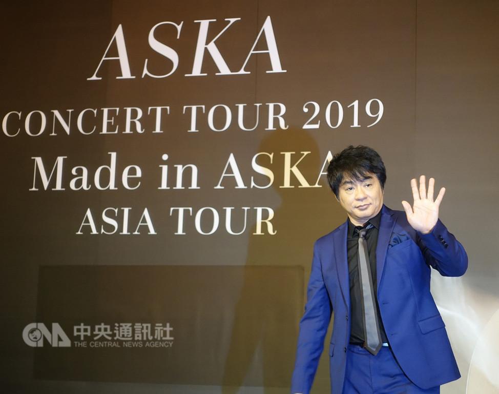 日本樂團「恰克與飛鳥」成員飛鳥涼(ASKA)4日在台北出席記者會,宣傳6月在台大體育館舉行的個人演唱會。中央社記者江佩凌攝 108年1月4日