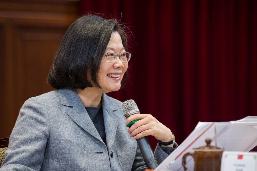 總統蔡英文5日在與外國媒體茶敘中強調,她期待台灣所有政黨,都應清楚說出「我們拒絕一國兩制」,也不要再講「九二共識」。(圖取自www.facebook.com/tsaiingwen)