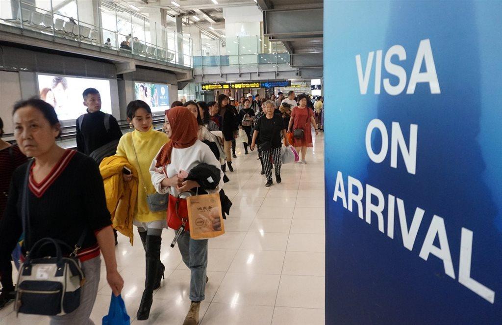 泰國內閣會議9日通過延長台灣在內等21個國家和區域的旅客,赴泰落地簽證免費到4月30日。圖為曼谷機場旅客。(中央社檔案照片)