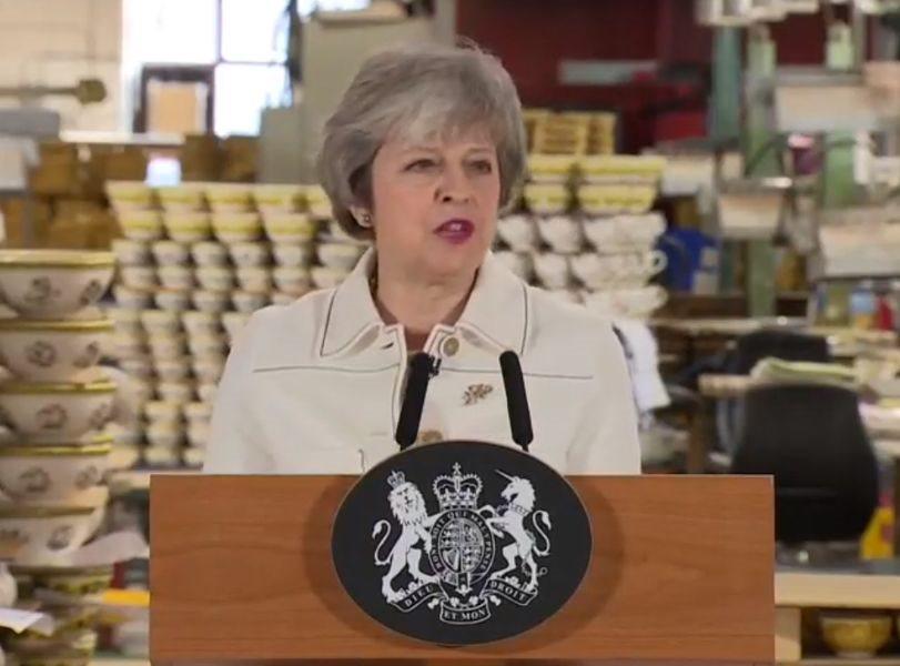 英國首相梅伊14日發表談話,呼籲議員「看在這個國家的份上」,15日能對她的脫歐協議草案投下支持票。(圖取自www.facebook.com/10downingstreet)