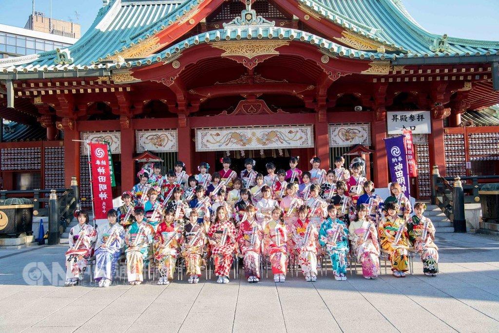 日本女子夯團AKB48及姊妹團14日在神田明神神社辦成人式,但最受關注的是NGT48成員山口真帆上個月遭人施暴一事,營運公司AKS主管在成人式後首度出面說明。(照片由AKS提供)中央社記者楊明珠東京傳真 108年1月15日