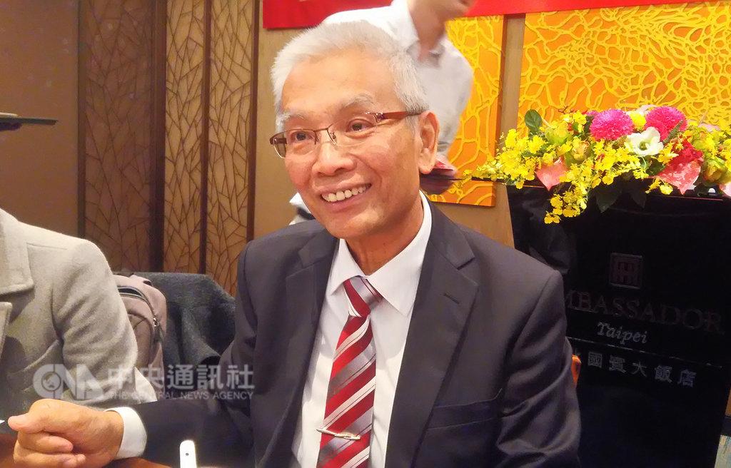 台灣期貨交易所董事長許虞哲15日在記者會表示,去年台灣期貨市場交易量首次突破3億口,盼4年內年度交易量突破4億口。中央社記者潘智義攝 108年1月15日