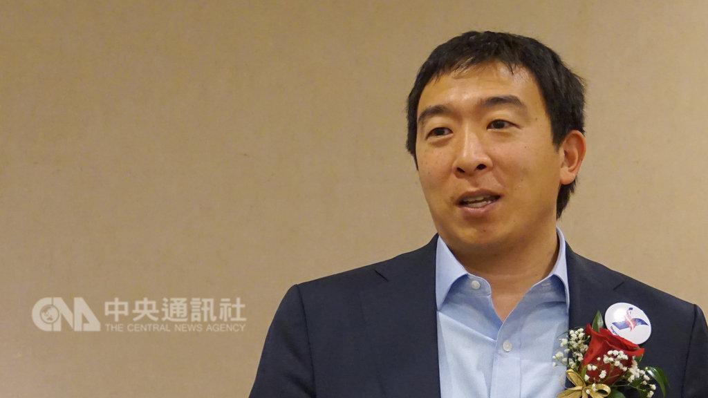 競選2020年美國總統的台裔青年創業家楊安澤19日在洛杉磯向台商闡述政見。中央社記者林宏翰洛杉磯攝 108年1月20日
