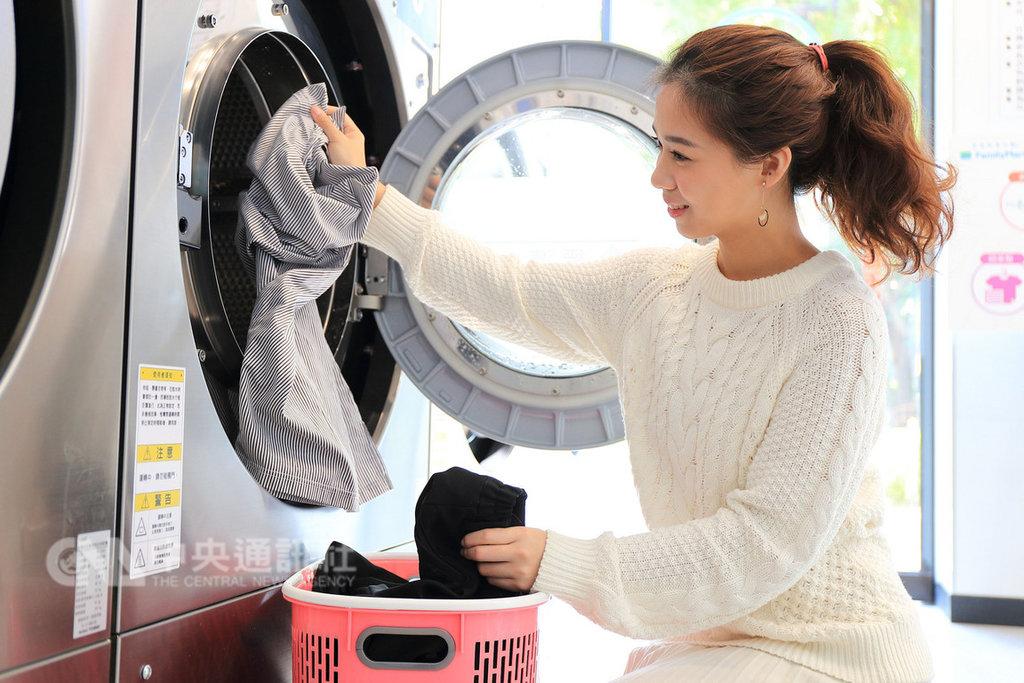 台灣自助洗衣店數年增超過一成,全家執行副總經理吳勝福表示,看好「自助洗衣」成長潛力,且便利商店與自助洗衣的功能複合下,有助提高來客數,拉長消費者停留時間,有助帶動其他商品購買。(全家超商提供)中央社記者蔡芃敏傳真 108年1月23日