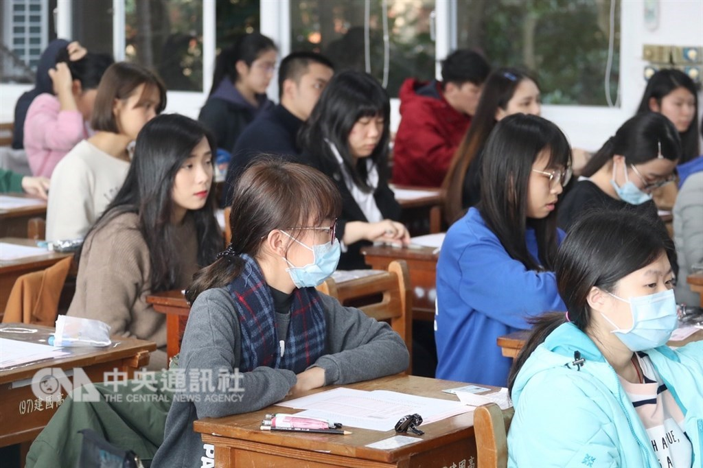 108學年度學科能力測驗25日登場,約13.8萬人報考,第一天考英文、國文(選擇題)、社會。中央社記者吳翊寧攝 108年1月25日