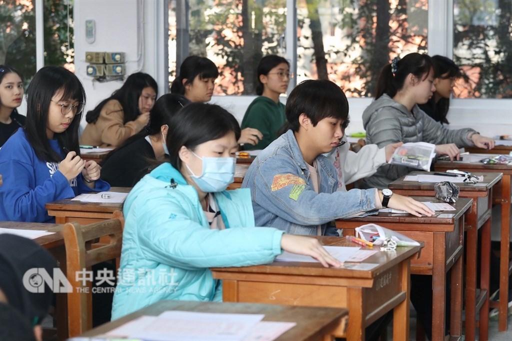 大學入學考試中心舉辦的108學年學科能力測驗25日登場,上午考英文,考試時間為100分鐘。中央社記者吳翊寧攝 108年1月25日