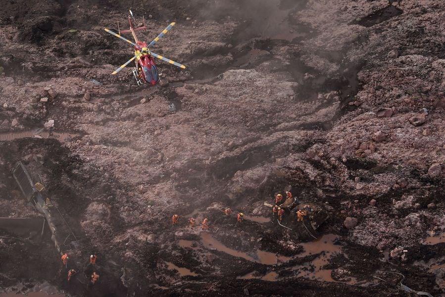 巴西東南部一處鐵礦區廢棄水壩25日潰堤。(檔案照片/法新社提供)