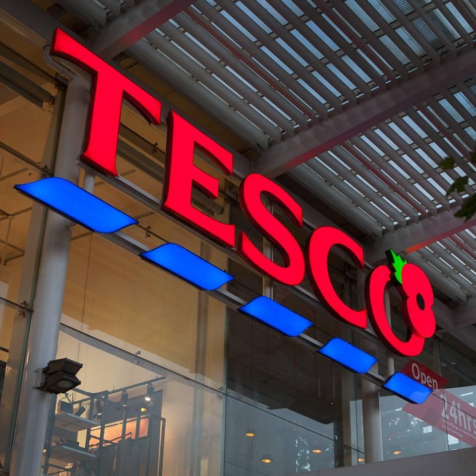 英國最大零售商暨超市集團特易購計劃撤裁9000個職缺。(圖取自facebook.com/tesco)