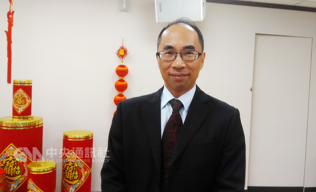 期貨公會秘書長盧廷劼11日在台灣期貨交易所團拜時表示,盼強化期貨自營、經紀業務之外,再積極推動期貨服務業務。中央社記者潘智義攝  108年2月11日