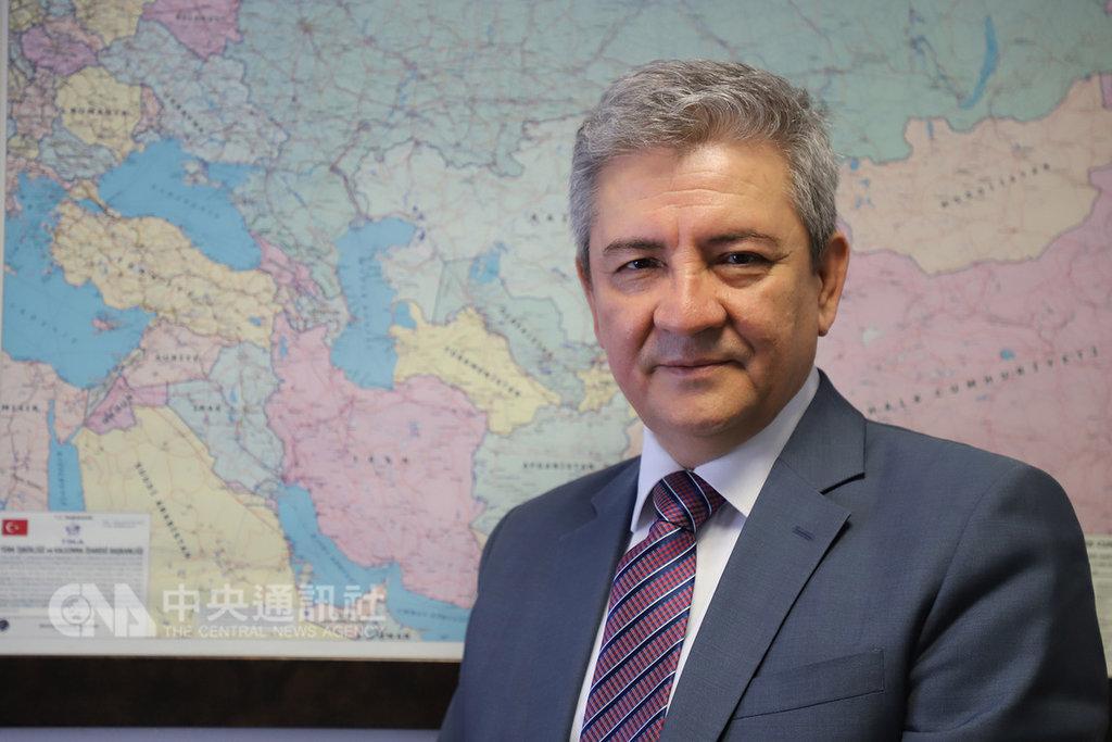 世界維吾爾代表大會副主席艾克林(Erkin Ekrem)11日表示,海外維吾爾人將會帶著失蹤家屬的照片,一起要求中國提供影片,預料將會形成一股趨勢。中央社記者何宏儒安卡拉攝 108年2月11日