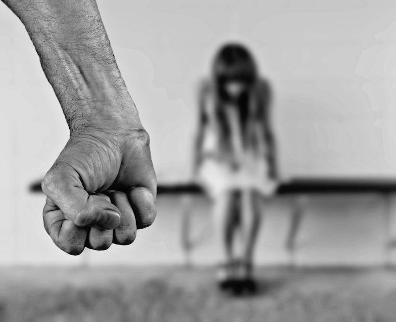 日本接連發生兒童遭虐待致死的不幸事件,東京都政府13日提出防止虐待兒童條例草案,如果順利獲議會通過,東京都希望最快從4月1日起開始施行。(圖取自Pixabay圖庫)
