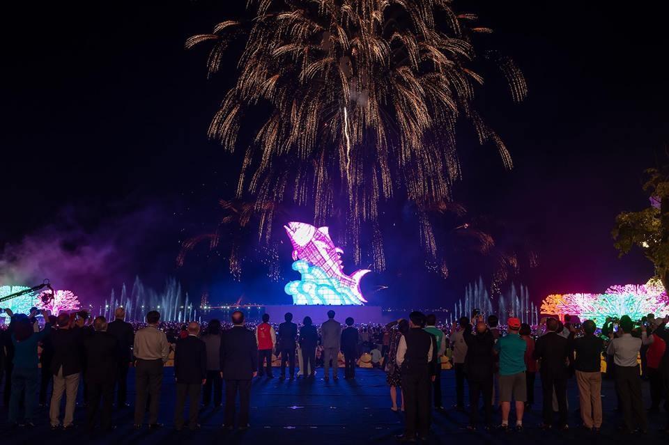 2019台灣燈會在屏東,19日元宵節晚間正式在東港大鵬灣登場。(圖取自www.facebook.com/tsaiingwen)