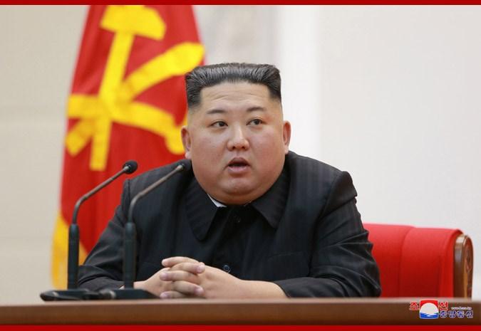 據報導,北韓領導人金正恩(圖)曾告訴美國國務卿蓬佩奧,「不希望我的孩子背負核武過日子。」(圖取自北韓中央通信社網頁kcna.kp)