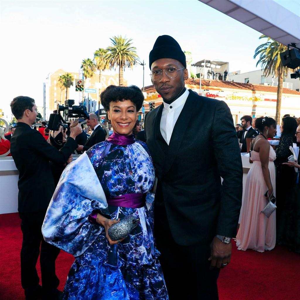 第91屆奧斯卡金像獎24日舉行頒獎典禮,「幸福綠皮書」非裔男星馬赫夏拉阿里(右)再度榮獲最佳男配角獎。(圖取自twitter.com/TheAcademy)