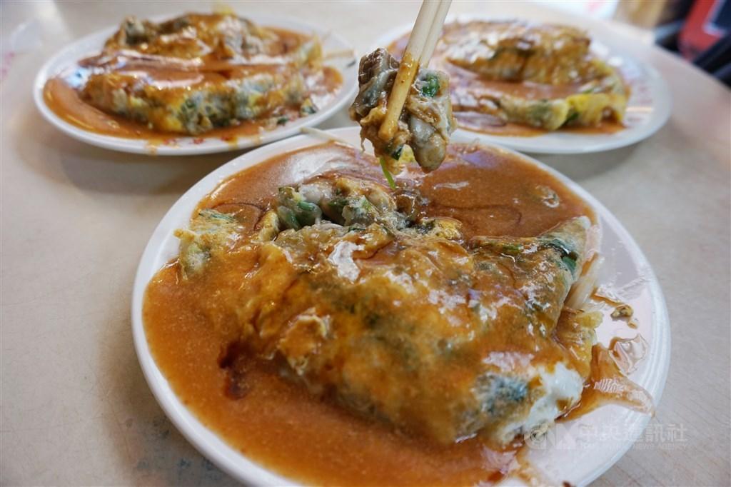 法國快訊以「美食之旅在台北,街頭小吃之都」為題的報導,專門介紹台灣小吃,文章形容蚵仔煎像是一個「鹹鹹的吻」。(中央社檔案照片)
