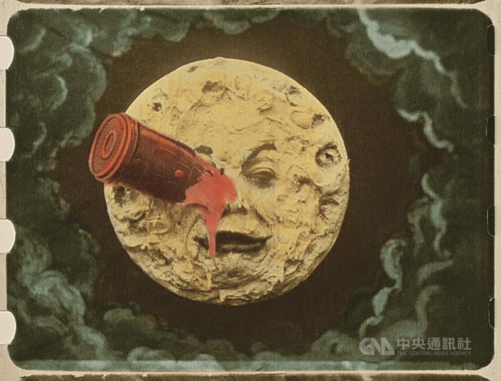2019金馬奇幻影展4月將登場,適逢人類登陸月球50週年,今年主視覺海報特別以「月球」為主題,除將在大銀幕重現影史首部科幻電影「月球之旅」外,也首度規劃「科幻電影」單元。(金馬奇幻影展提供)中央社記者洪健倫傳真 108年2月26日