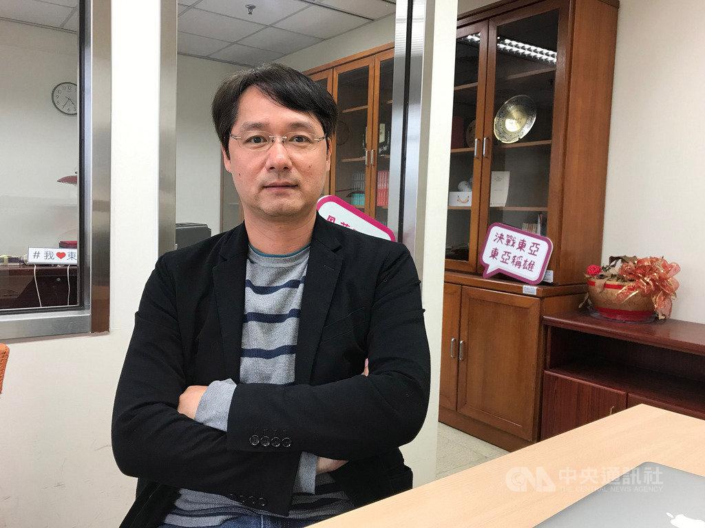 政大東亞所所長王信賢(圖)分析,北京認為「一中各表」,反而使「中華民國」有存在空間,因此不再允許這種戰略模糊空間,以奪回主導權。中央社記者繆宗翰攝 108年2月27日