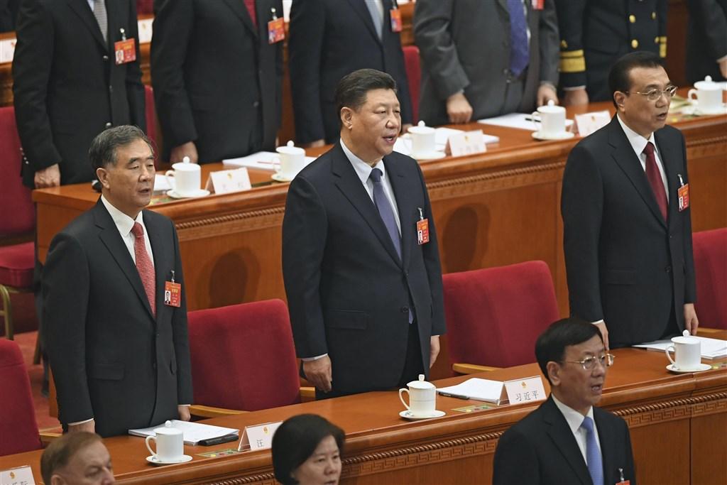 中國國家主席習近平(中)1月2日發表的綱領性文件「習五條」,已是2019年中國全國「兩會」與日後的對台工作方針。(共同社提供)