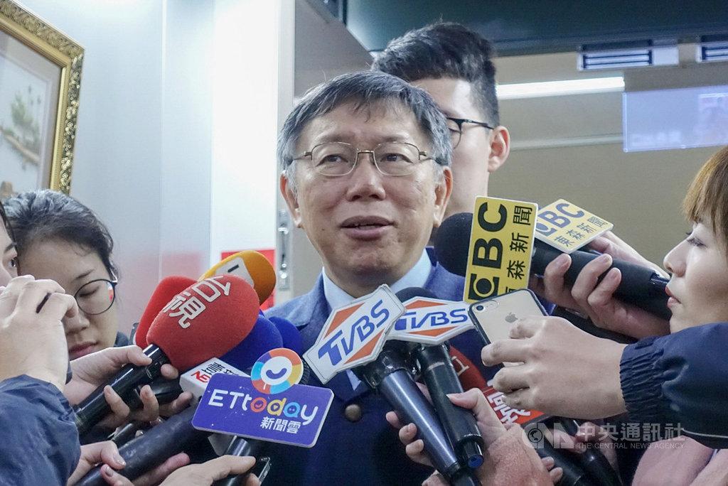 前立委沈富雄認為台北市長柯文哲聲勢江河日下,最後棄選2020總統的可能性極大。柯文哲(中)8日說,每個產品都有生命週期。中央社記者梁珮綺攝 108年3月8日