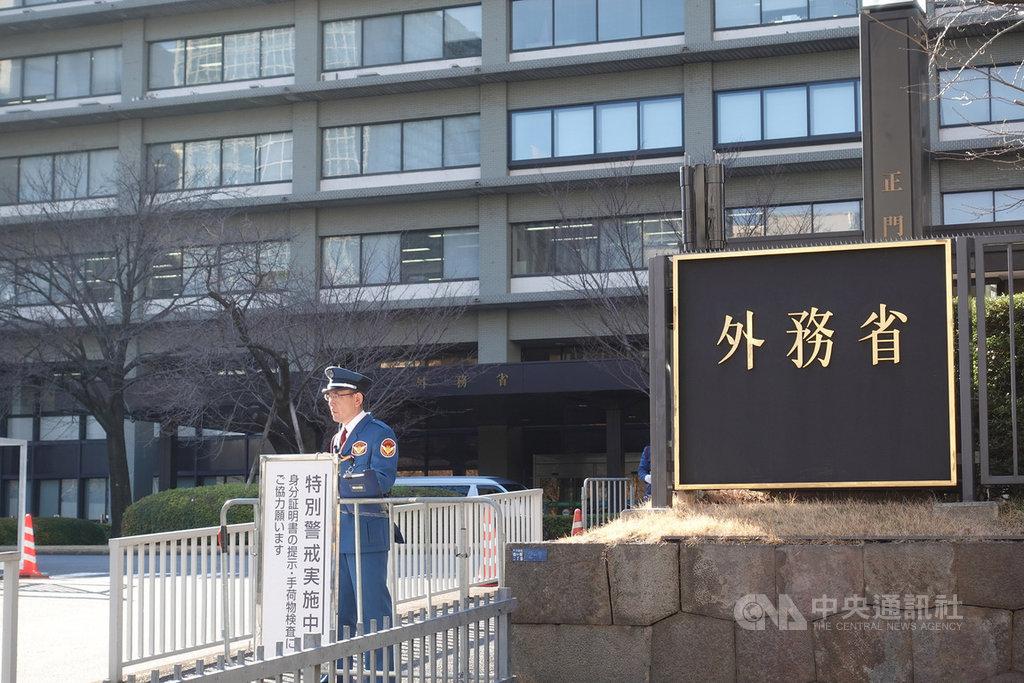 總統蔡英文接受日本產經新聞專訪時,呼籲日本政府就安全保障、網路駭客攻擊等與台灣進行直接對話一事,日本外務省等官方單位8日首度做出回應。中央社記者楊明珠東京攝 108年3月8日