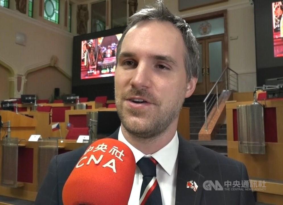 捷克首都布拉格市長賀瑞普接受中央社專訪時表示,學生時代到台灣實習時覺得台灣像家一樣。中央社記者林育立布拉格攝 108年3月8日