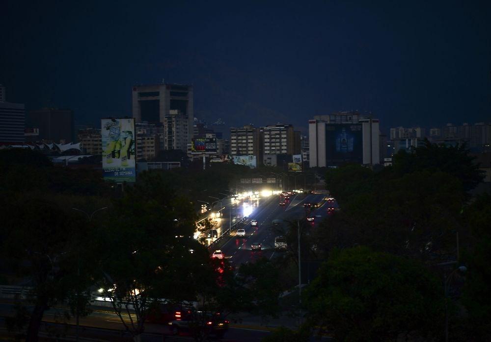 委內瑞拉總統馬杜洛政府指控美國對境內水力發電設施發動「網路攻擊」,導致國內停電近一週。(檔案照片/法新社提供)
