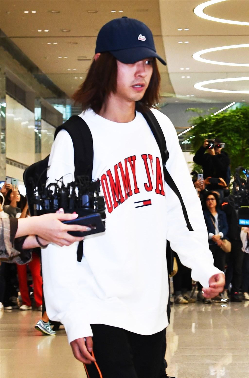 涉嫌非法拍攝和散播性愛影片及照片的南韓藝人鄭俊英,承認警方指控的一切罪行。(韓聯社提供)